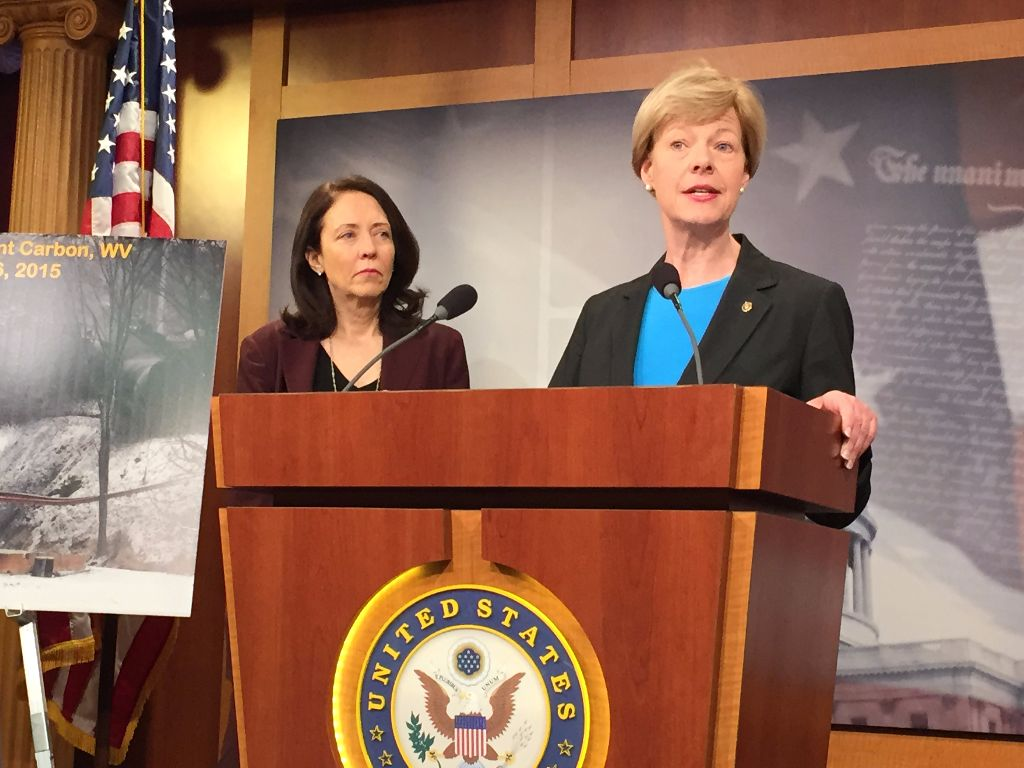 Sens. Maria Cantwell, D-Wash., left and Tammy Baldwin, D-Wis.